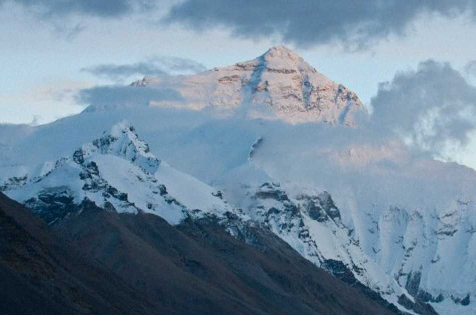 Tres alpinistas mueren en el Everest y uno está desaparecido