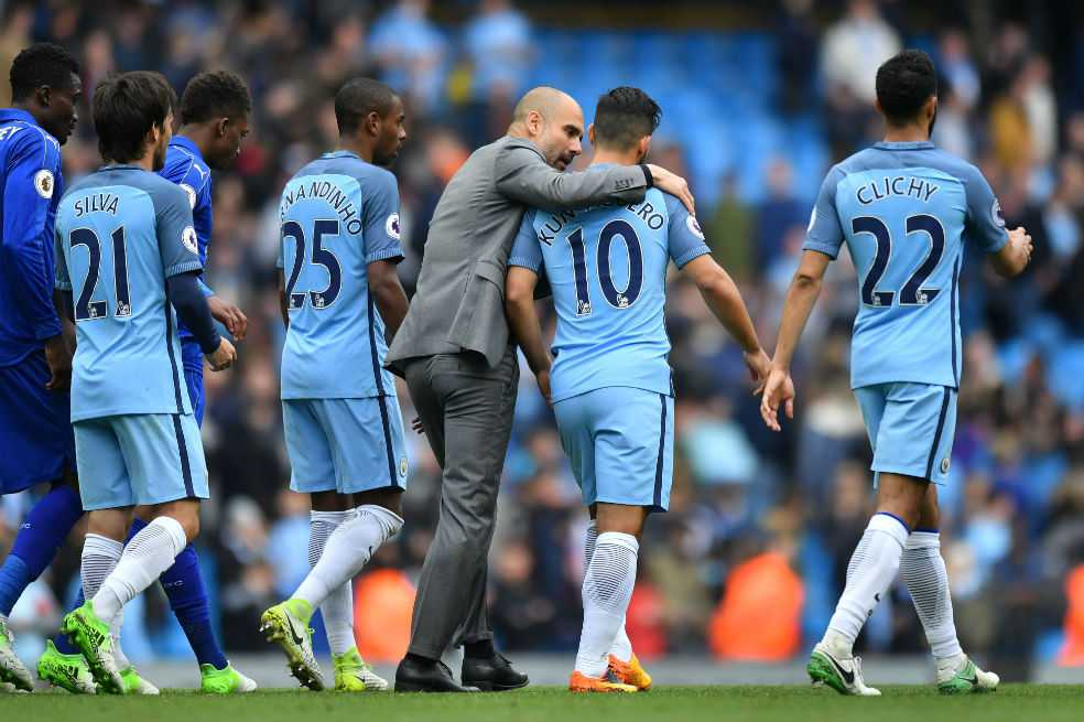 El Manchester City se acerca a Champions tras ganar 2-1 al Leicester