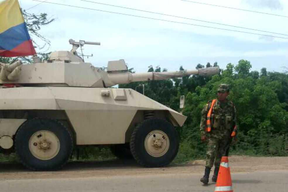 Venezuela alerta por 'vehículos blindados de combate' en frontera con Colombia