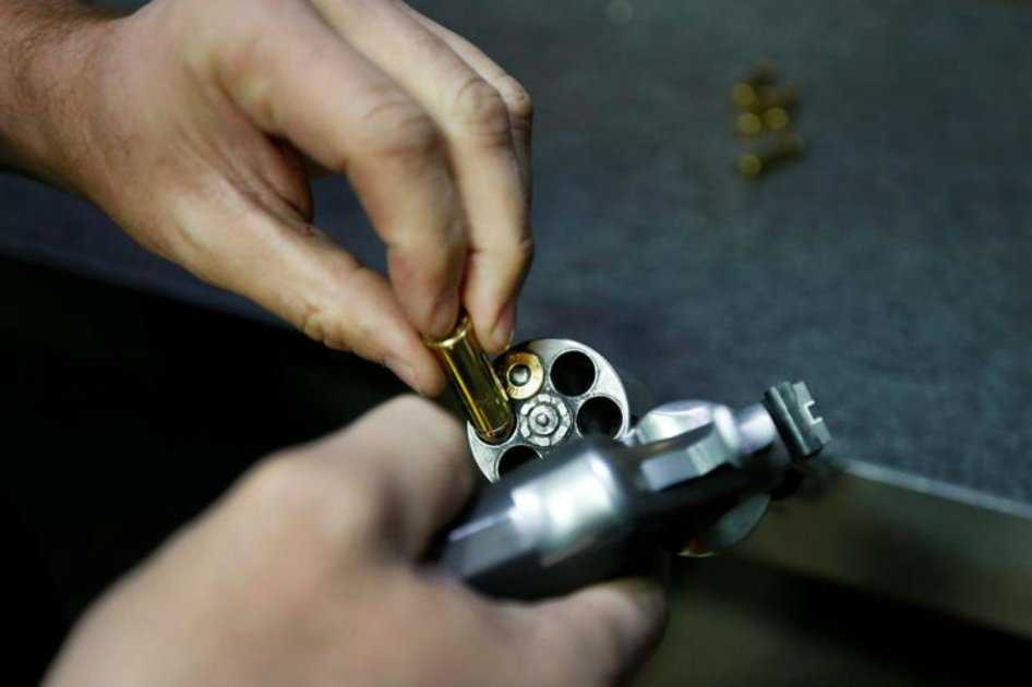 Ocho de cada 10 estadounidenses quieren más control de armas, según estudio