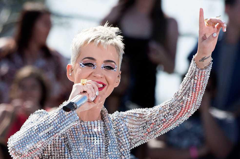 Katy Perry bate récord en Twitter al lograr 100 millones de seguidores