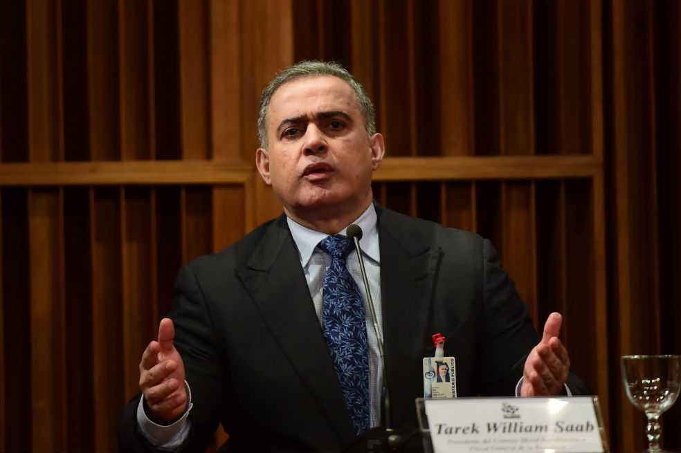 Piden arresto de esposo de exfiscal venezolana por supuesta corrupción