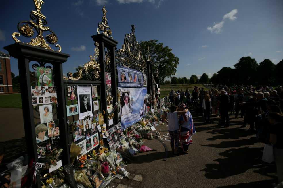 Dos décadas después de la muerte de Diana, la emoción sigue viva