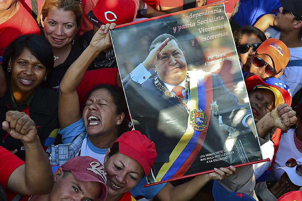 Chavistas marchan a sede del Parlamento de Venezuela en apoyo a Constituyente