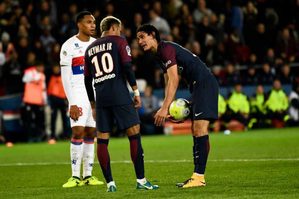 Guerra de egos en el PSG: Cavani se resiste a que Neymar tire los penaltis