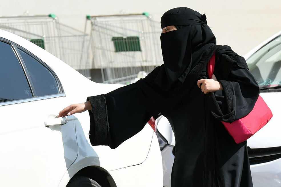 Todo lo que aún no pueden hacer las mujeres en Arabia Saudita