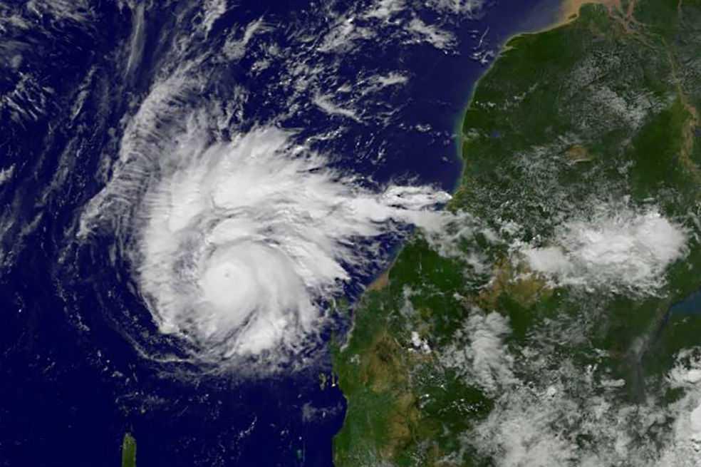 Huracán María no deja de fortalecerse y sube a categoría 3