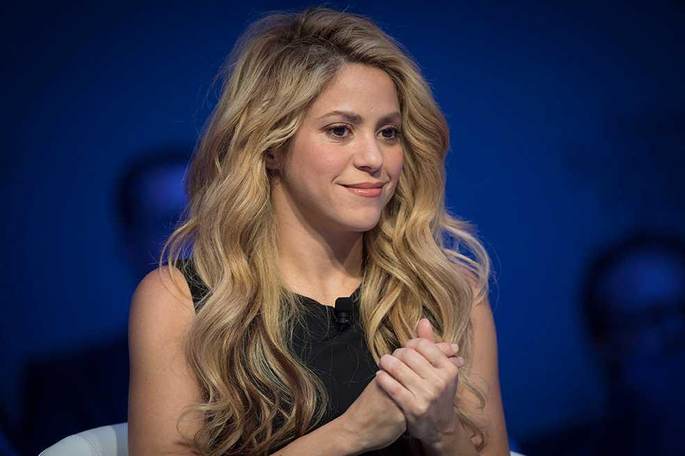 Shakira aplaza más conciertos por problemas con sus cuerdas vocales