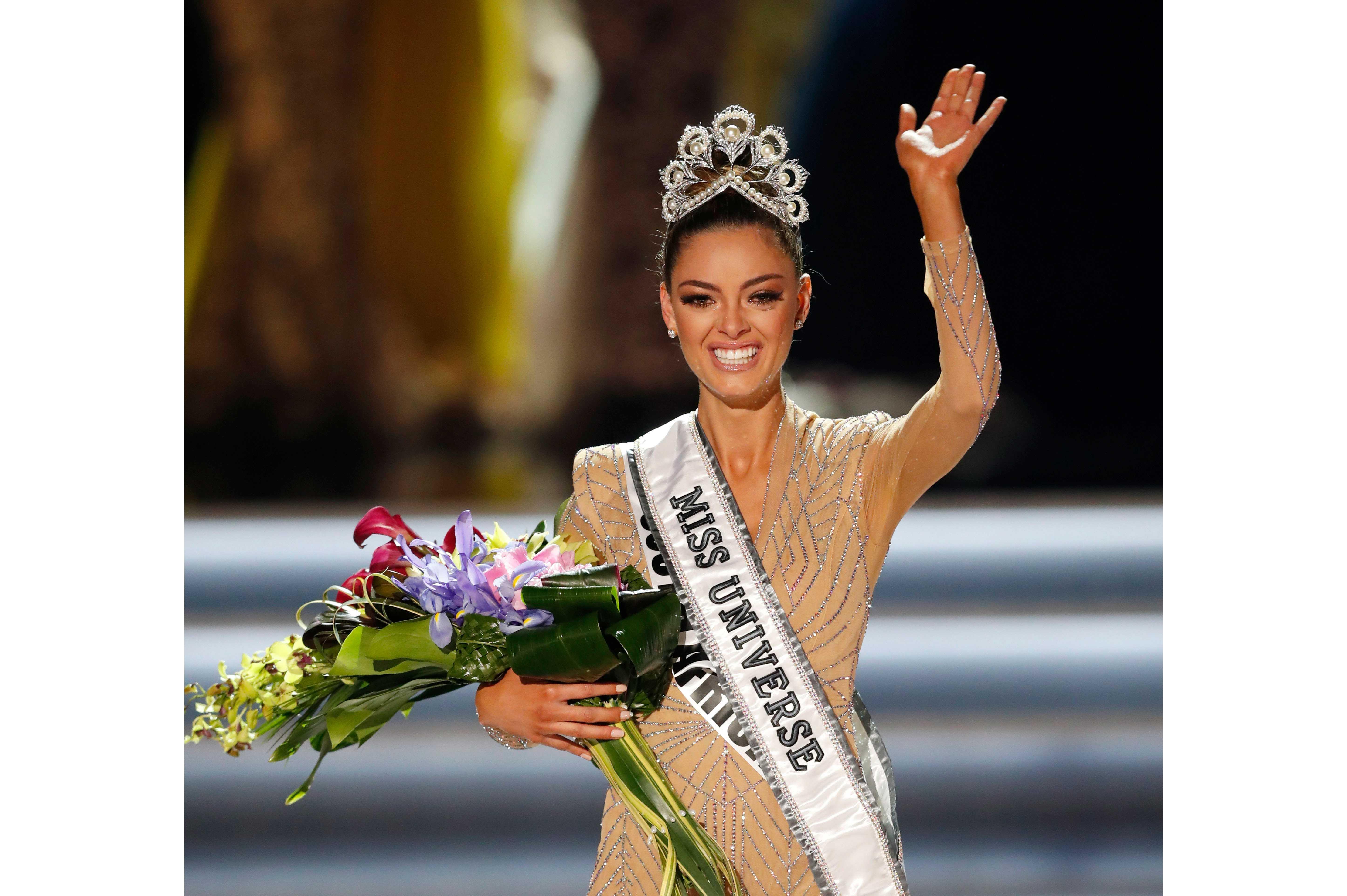 Demi-Leigh Nel-Peters lleva por segunda vez la corona de Miss Universo a Sudáfrica