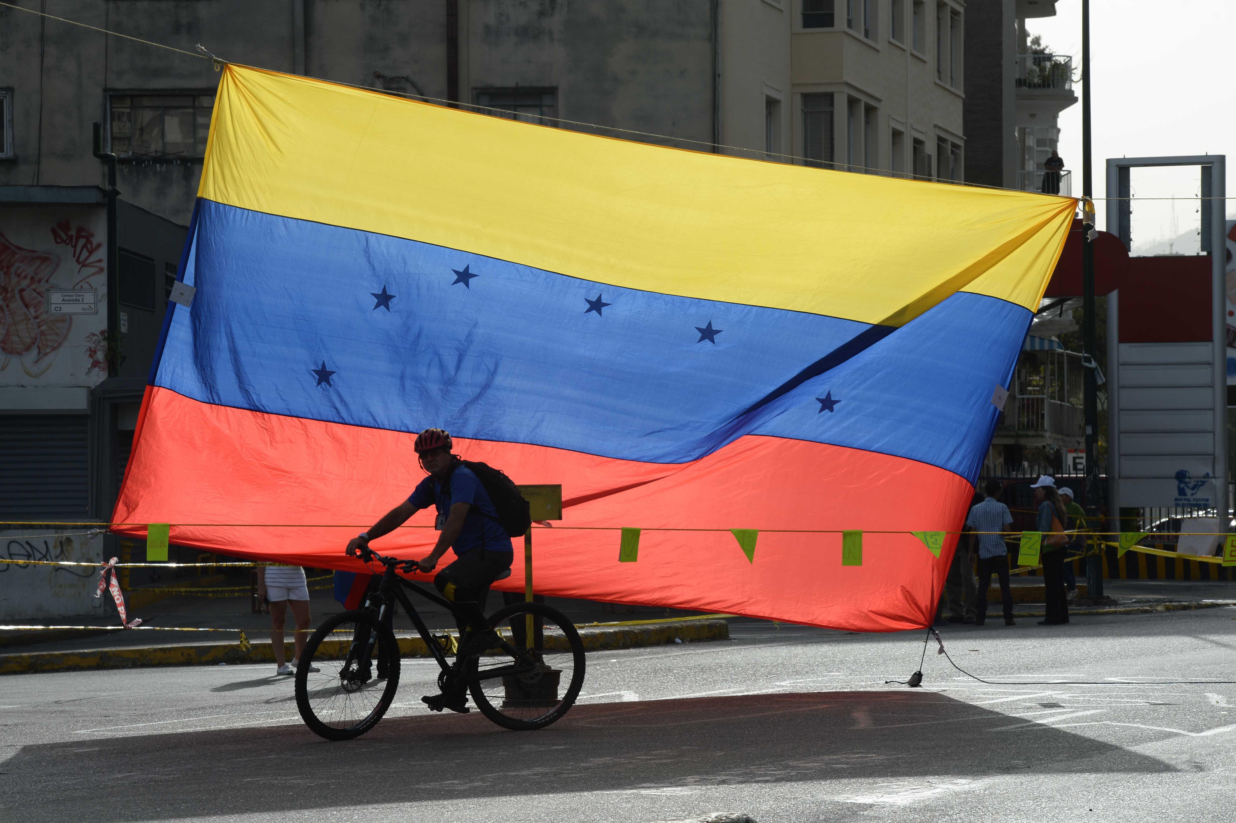 Nuevas sanciones de EE.UU. contra 10 funcionarios venezolanos