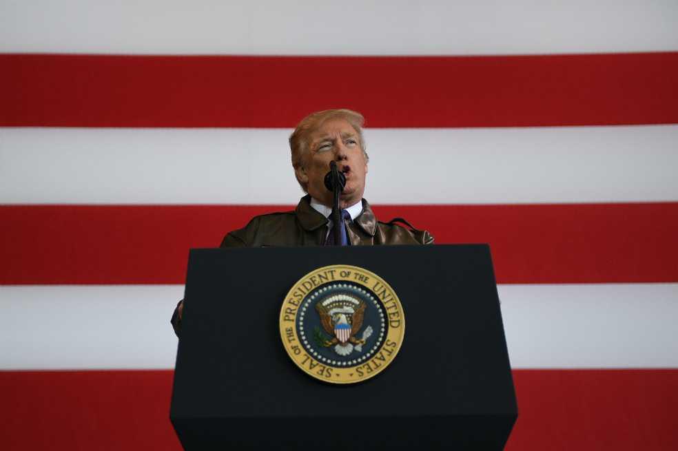 Un año después de ser elegido, Trump no logra levantar su popularidad