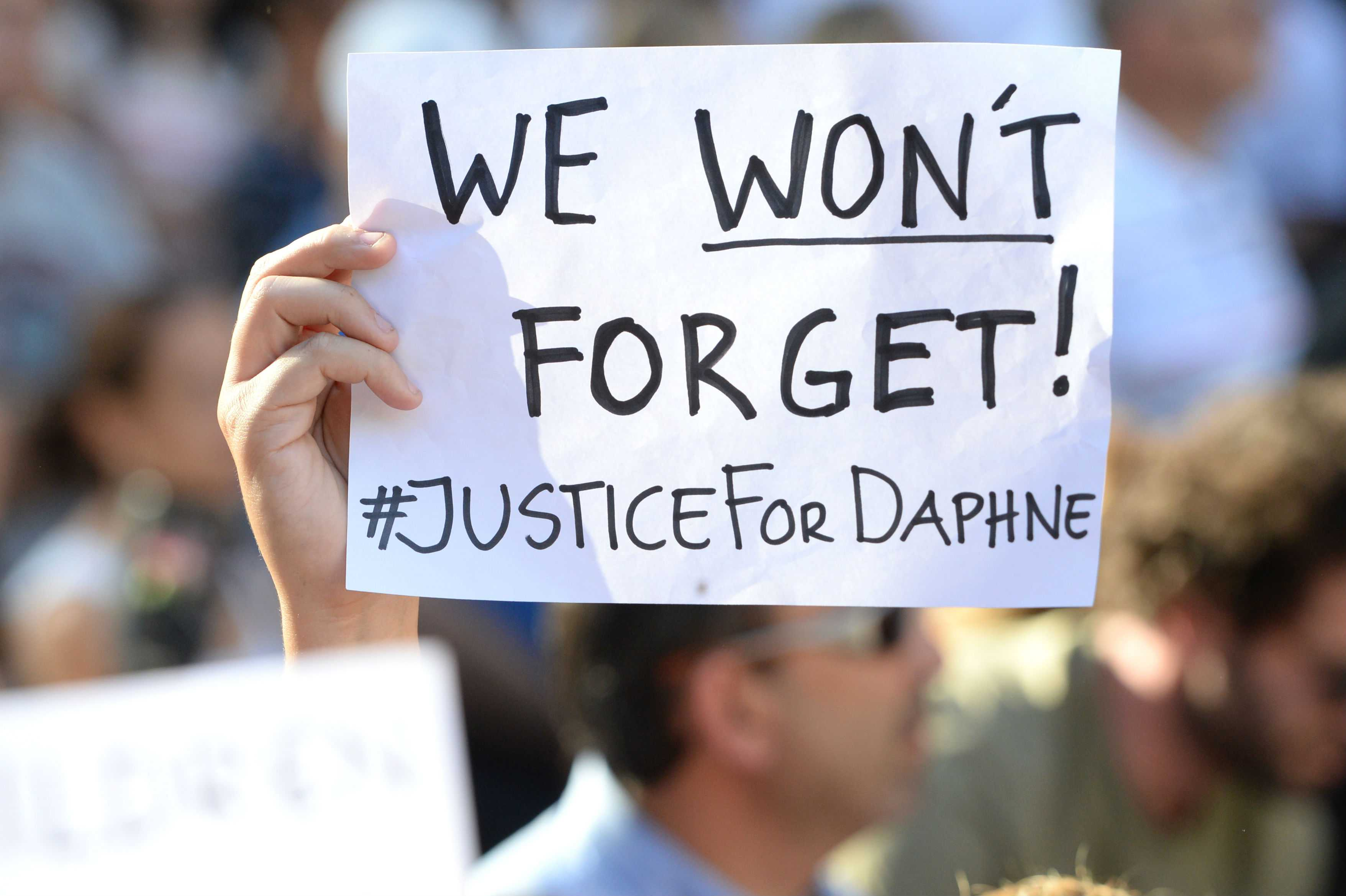 Policía cree que bomba que mató a periodista maltesa fue activada desde barco