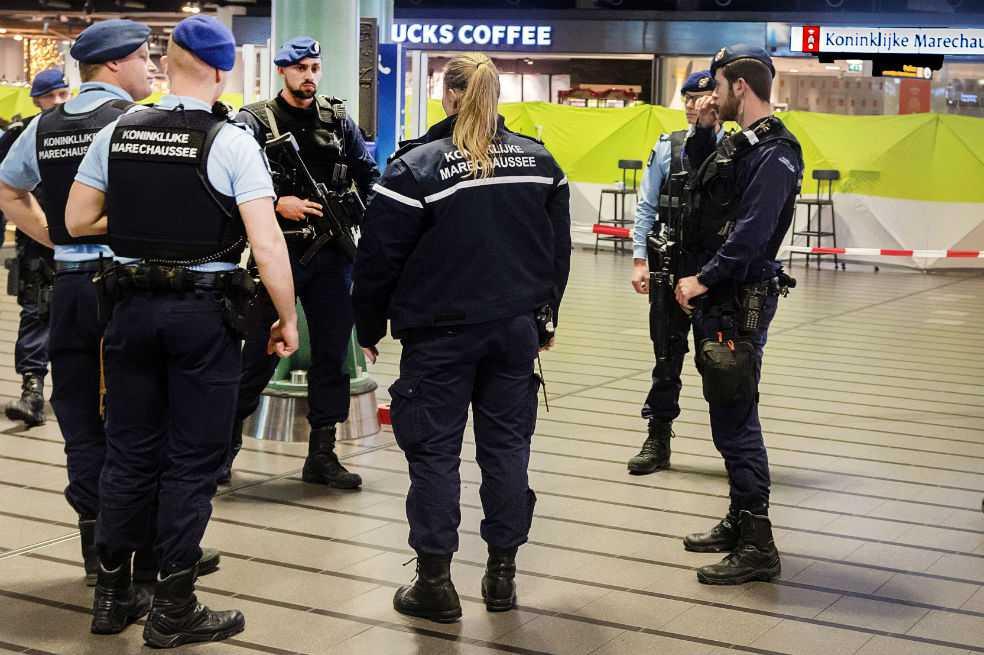 Reducen a hombre armado con cuchillo en aeropuerto de Amsterdam