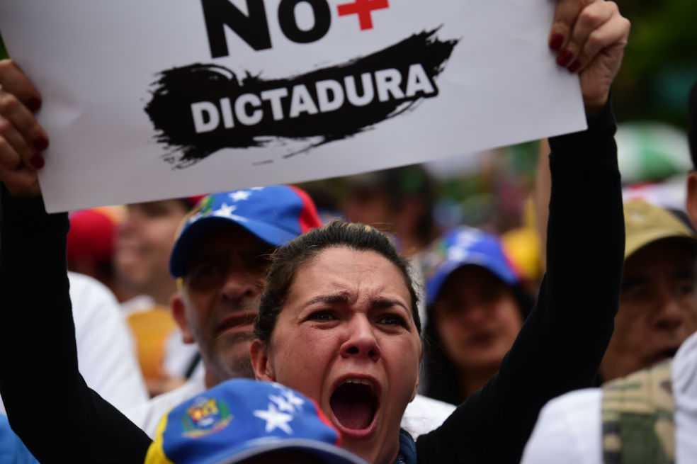 Oposición venezolana inicia búsqueda de candidato para enfrentar a Maduro