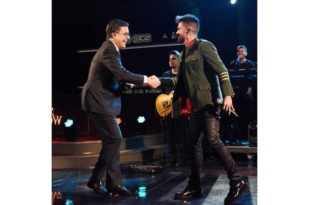 Juanes hizo historia al cantar en español en «The Late Show» de Stephen Colbert