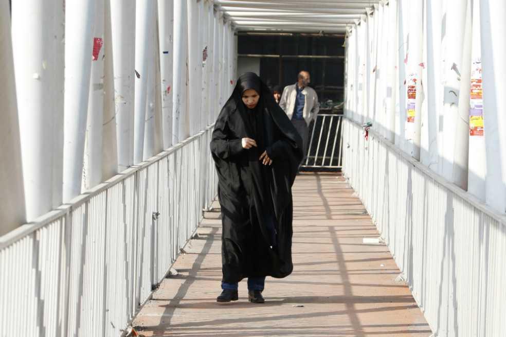 El velo islámico, una fuente de discordia que aún divide en Irán