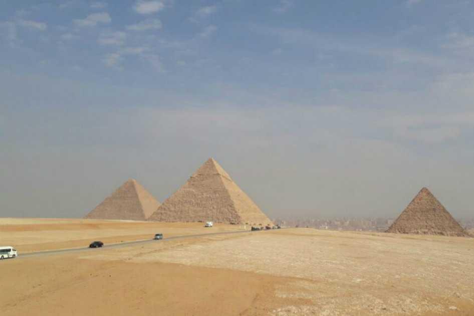 Hallan cuatro ataúdes en tres pozos al sur de las Pirámides de Guiza