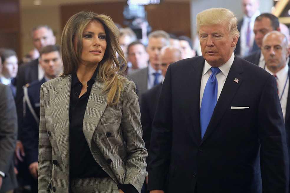 Los padres inmigrantes de Melania Trump se convierten en residentes de EE.UU.