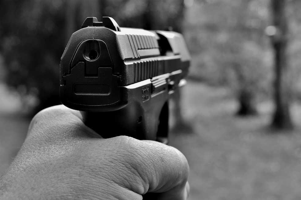 Detienen a italiano sospechoso de disparar a extranjeros desde un carro