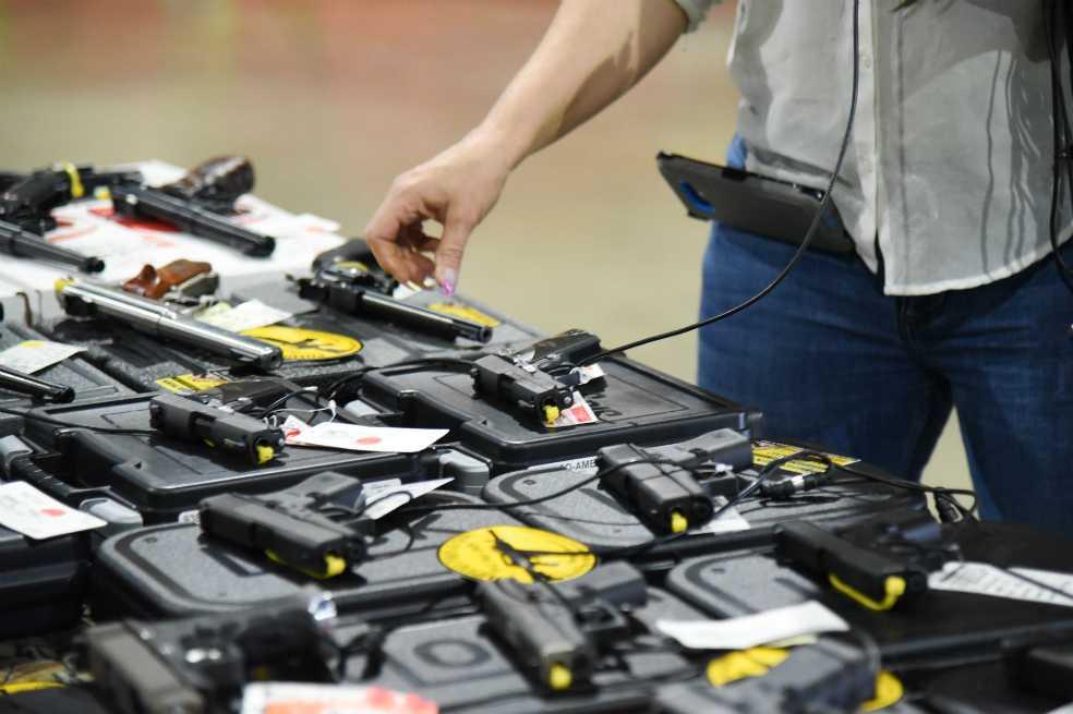 Un gran distribuidor de armas en EE.UU. dejará de vender rifles de asalto