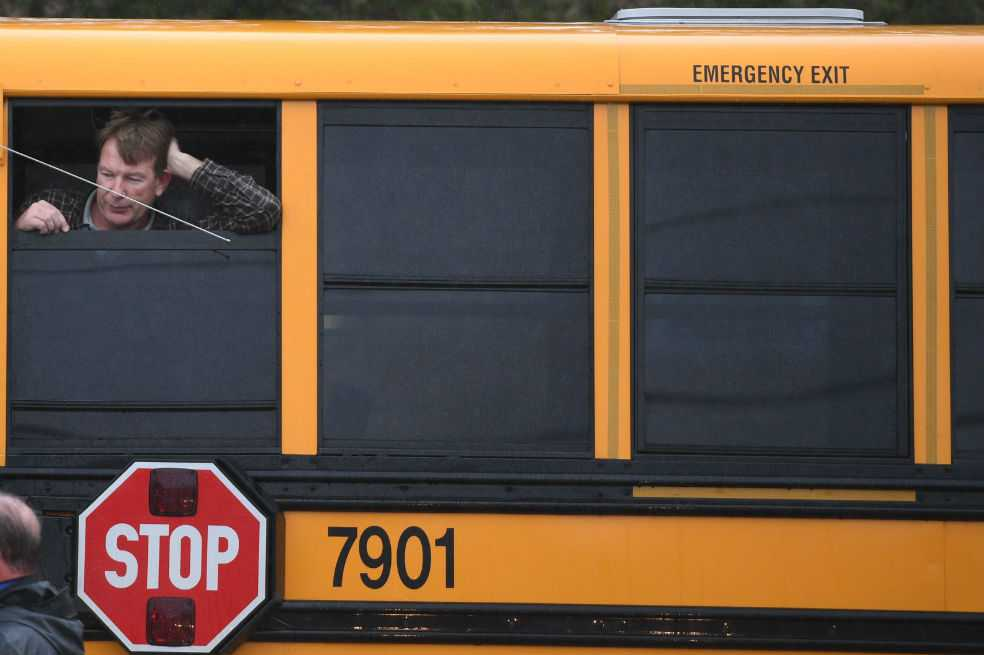 Tiroteo en escuela secundaria de Estados Unidos deja tres heridos