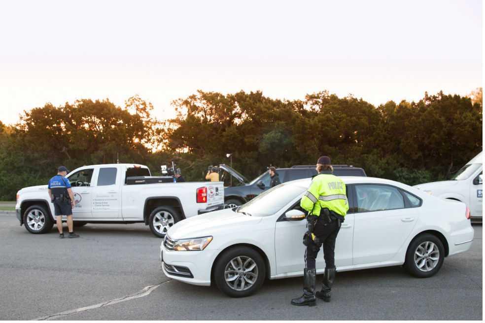 Policía de EE.UU. busca hombre que detonó cinco paquetes bomba en Texas