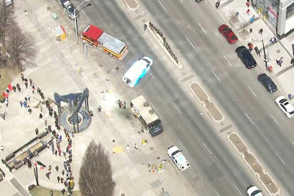 Furgoneta atropella peatones en Toronto