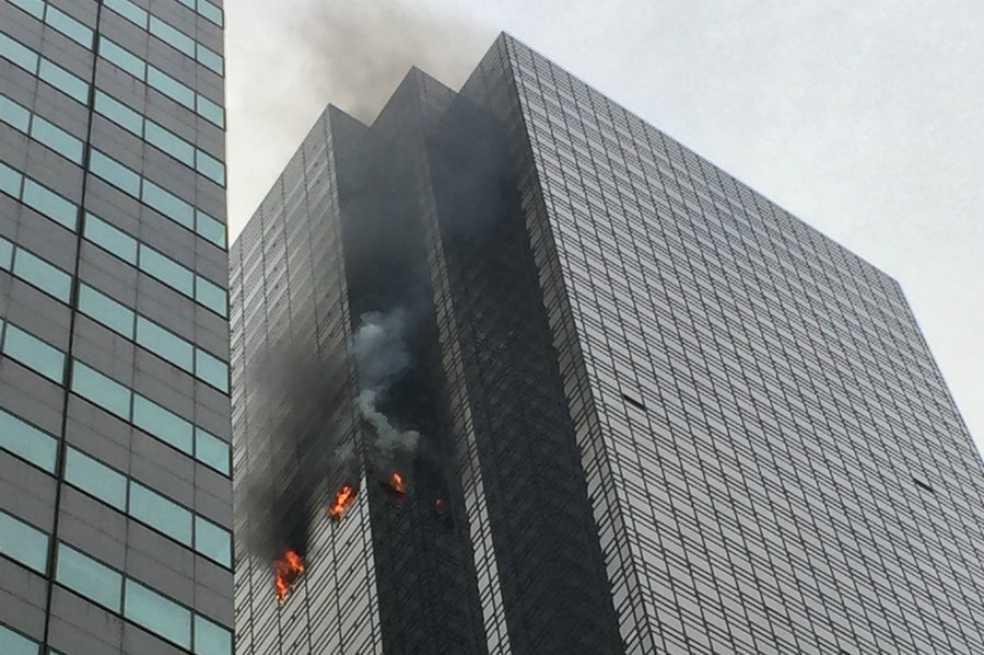 Bomberos controlan incendio en Torre Trump