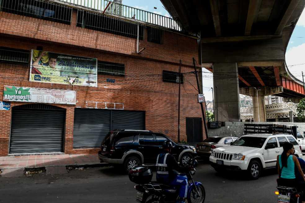 Diecisiete muertos al estallar bomba lacrimógena en club social de Caracas