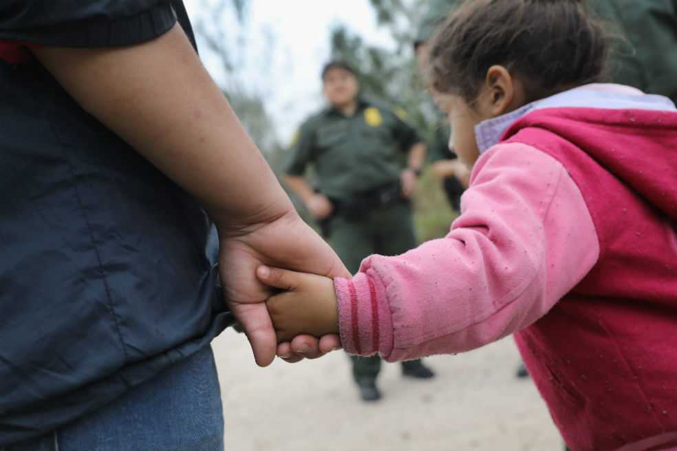 Dos mil niños separados de sus padres en frontera de EE.UU.