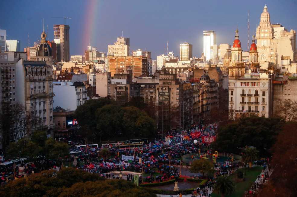 Así se vivió la masiva manifestación en defensa de la educación pública en Argentina