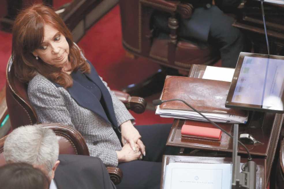 Juez ordena prisión preventiva a expresidenta Cristina Fernández de Kirchner