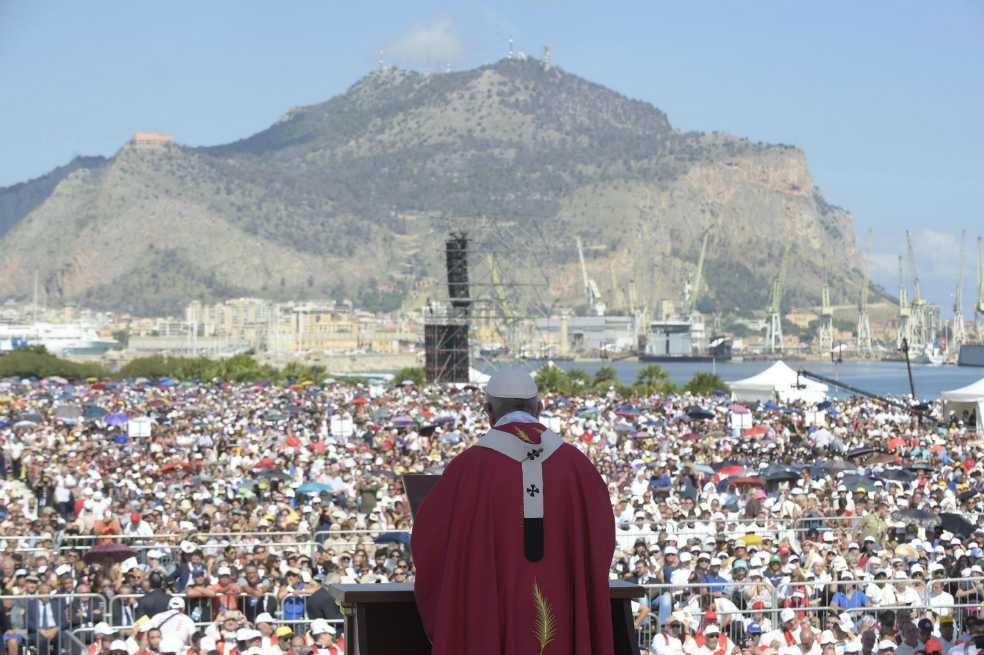 El papa sigue con la limpieza de la iglesia de Chile