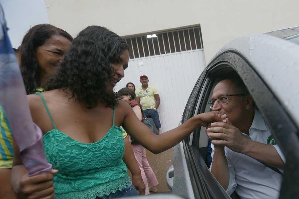 Mujeres, la fuerza electoral en Brasil a la que le apuntan los candidatos