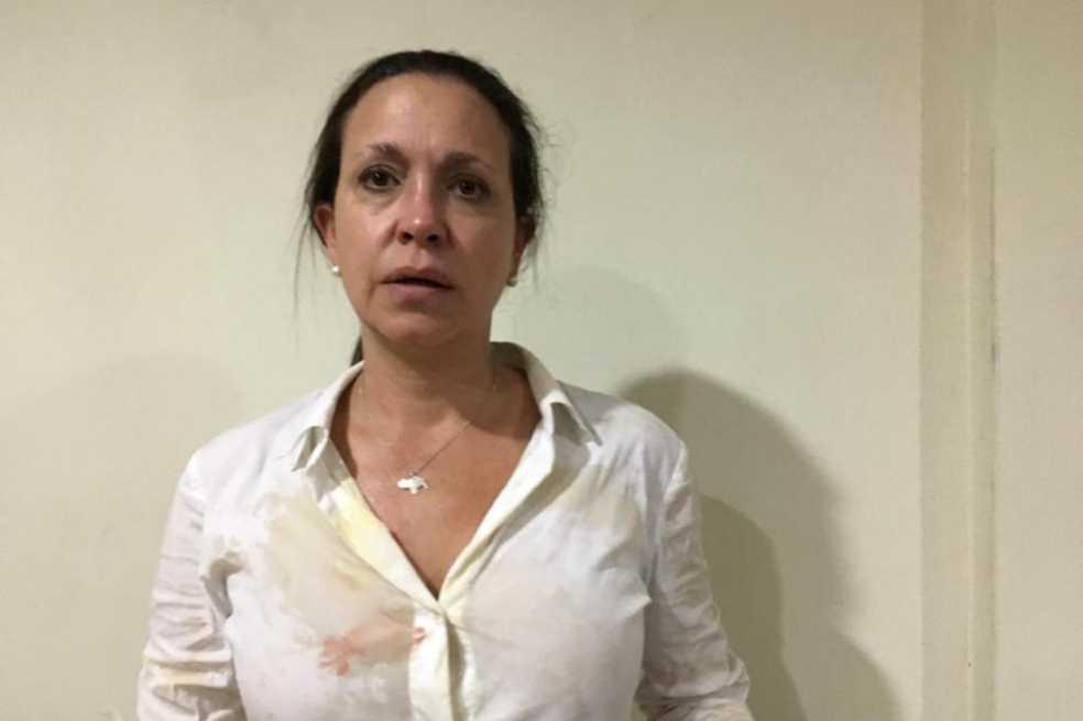 Atacan a exdiputada venezolana, María Corina Machado, durante acto político