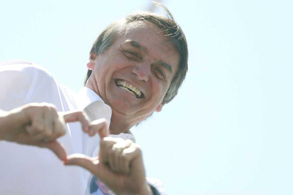 Médicos aconsejan a Bolsonaro, candidato favorito en Brasil, no ir a debates