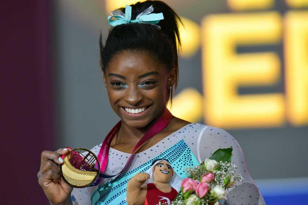 La gimnasta Simone Biles hace historia al ganar su cuarto oro en un concurso general