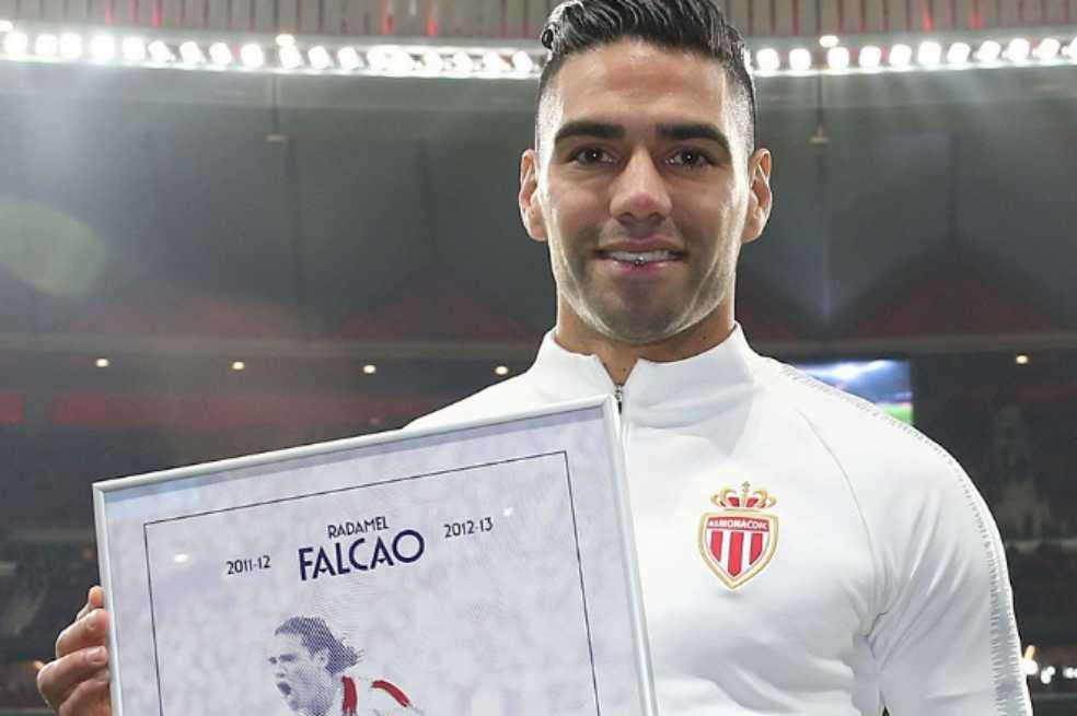 Recordar es vivir: Atlético de Madrid homenajeó y le cantó a Radamel Falcao