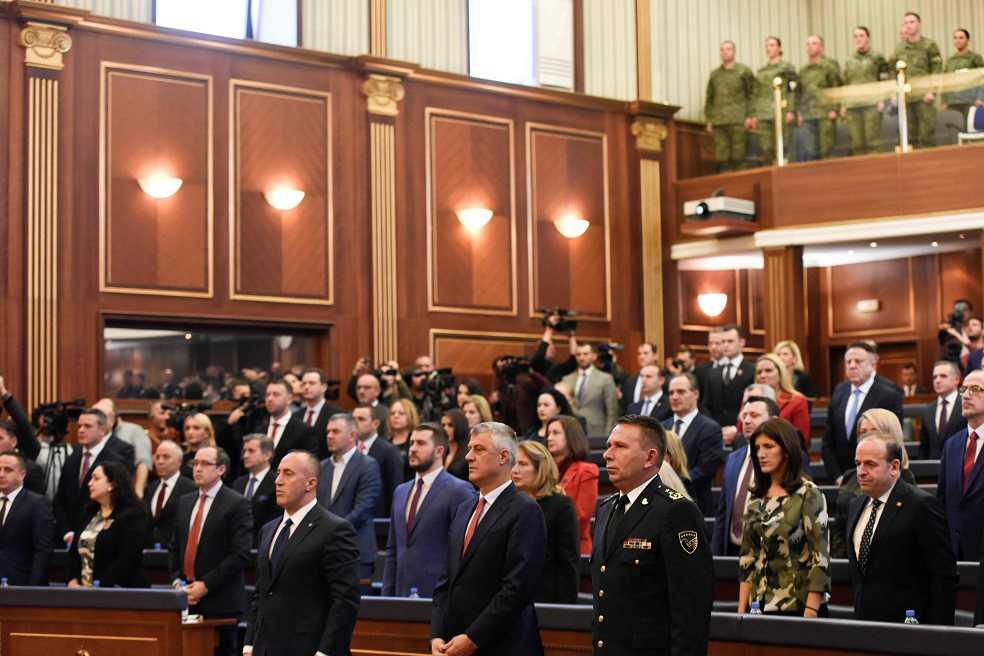 El Parlamento de Kosovo aprueba creación de sus propias Fuerzas Armadas