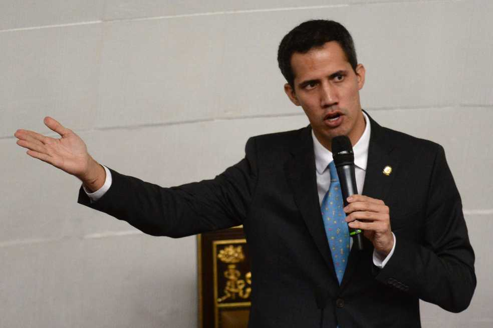 Envían a prisión a agentes venezolanos implicados en la detención de Juan Guaidó