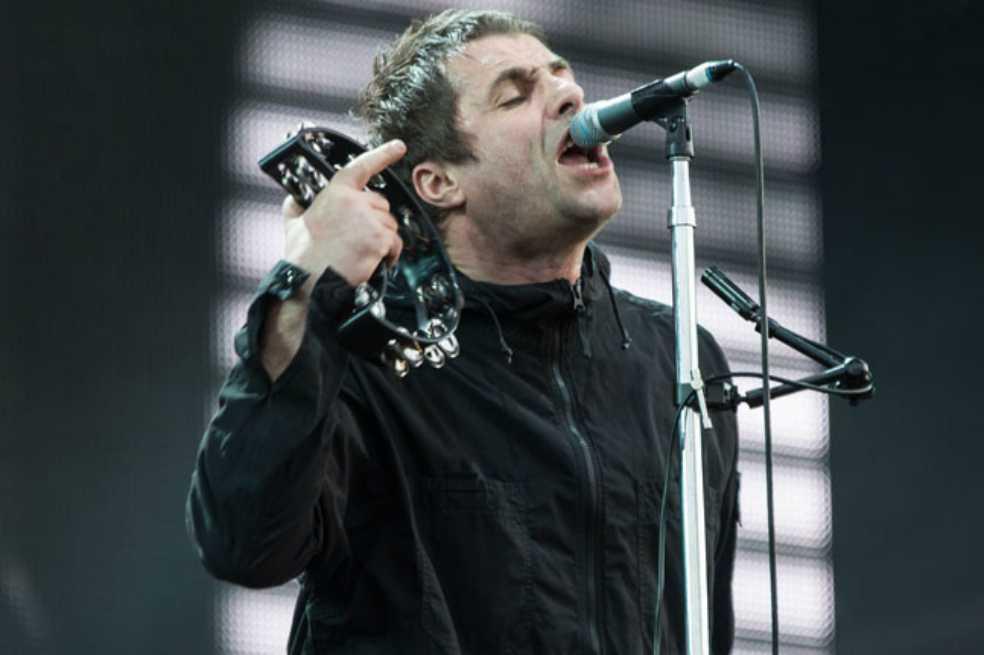 Liam Gallagher fuma y bebe para mantener la voz