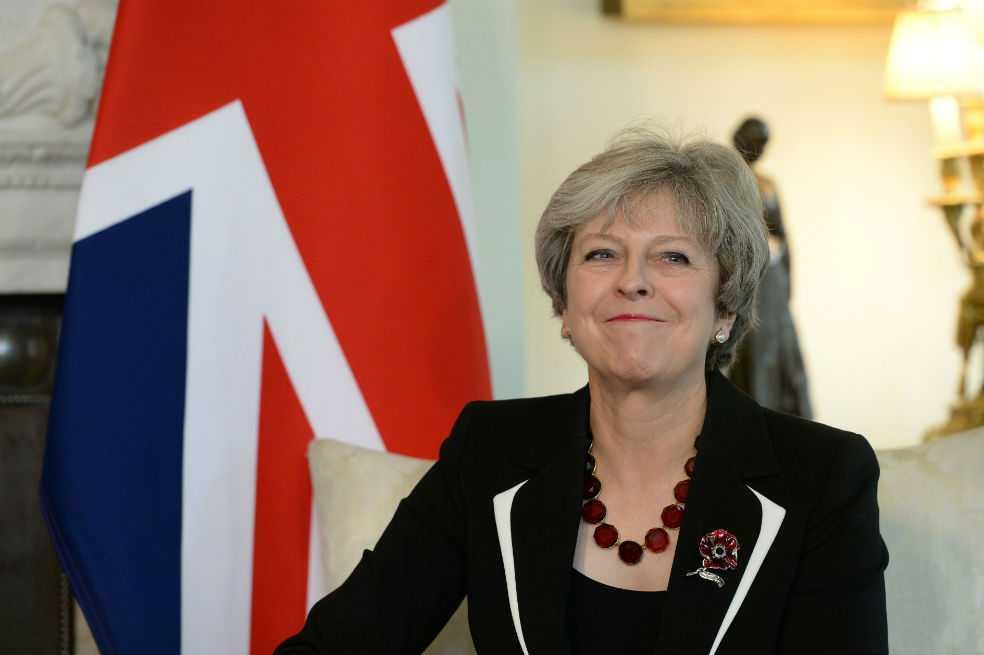Theresa May superó moción de censura impuesta por el Parlamento británico