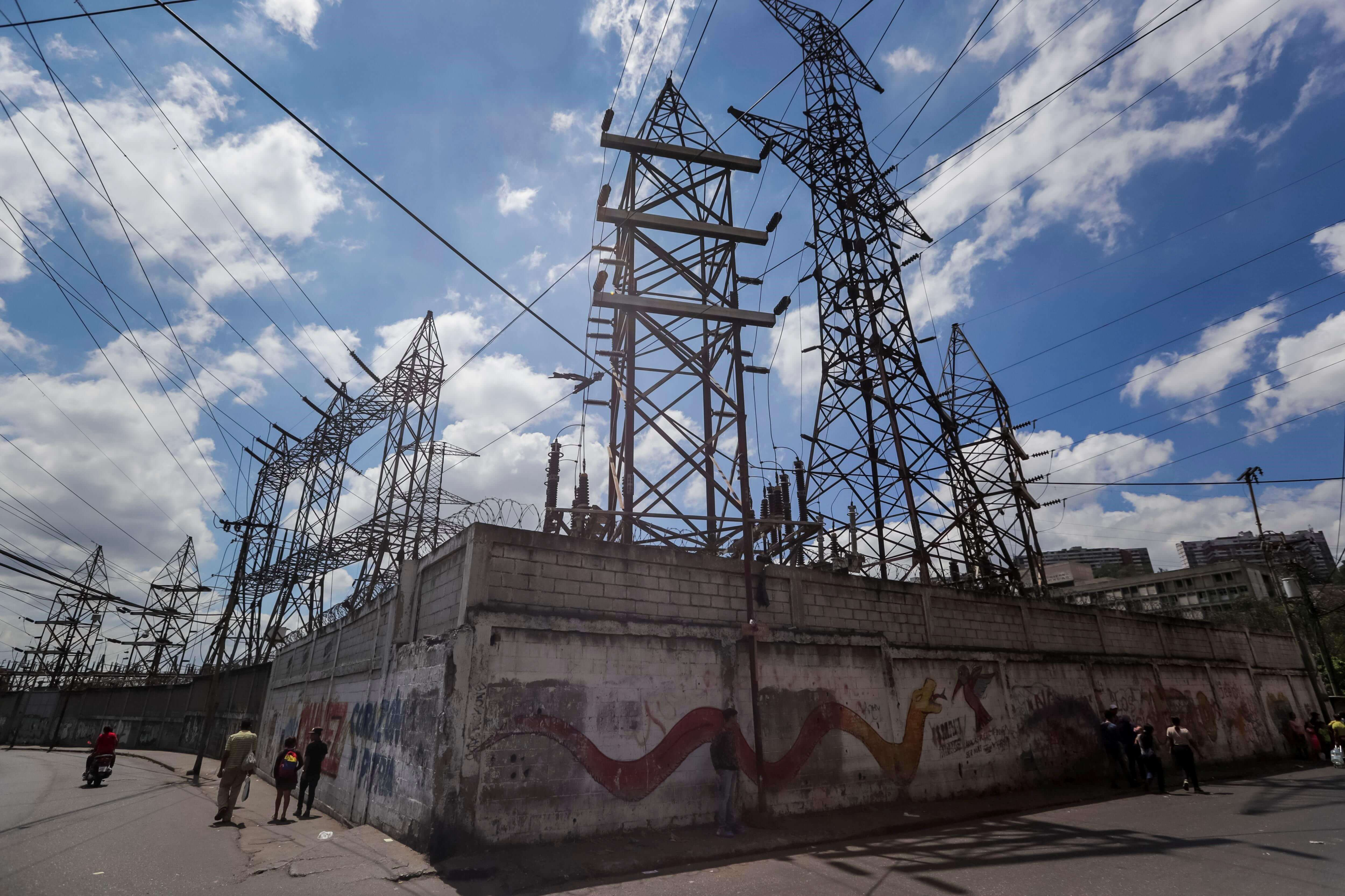 Gobierno venezolano anuncia modernización del sistema eléctrico tras apagones