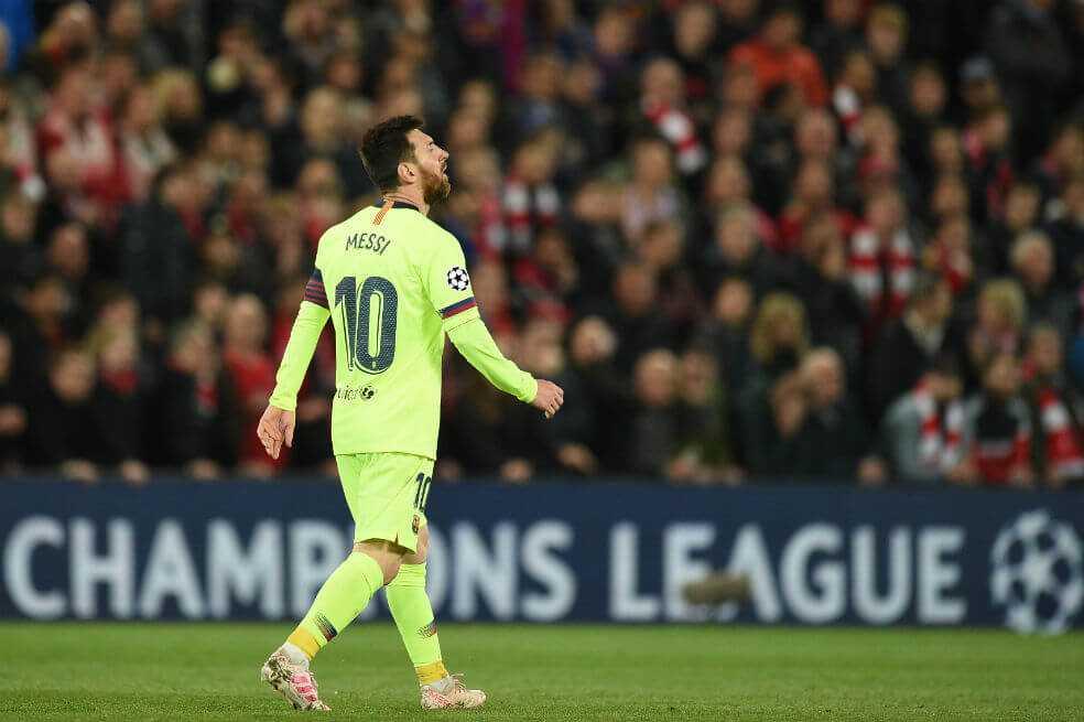 Encontronazo entre Messi e hinchas de Barcelona en el aeropuerto de Liverpool
