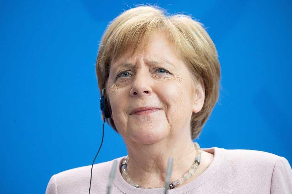 Los temblores de Merkel que opacaron una ceremonia oficial