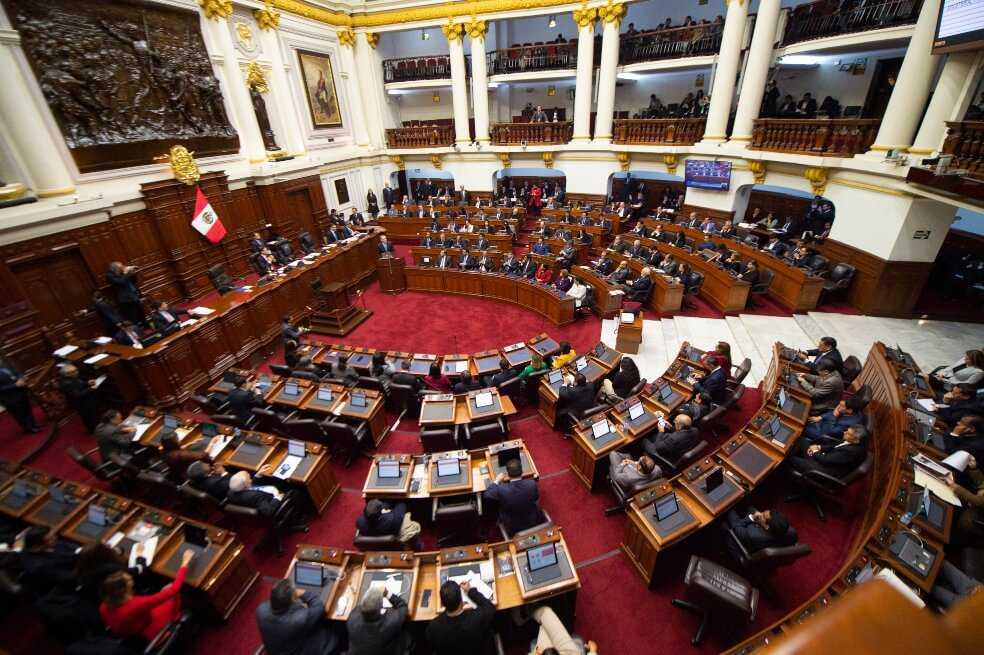 Congreso peruano no se disolverá: diputados votaron a favor de reformas políticas