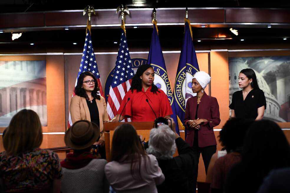 Cámara de EE.UU. defiende a congresistas y aprueba resolución contra los tuits de Trump