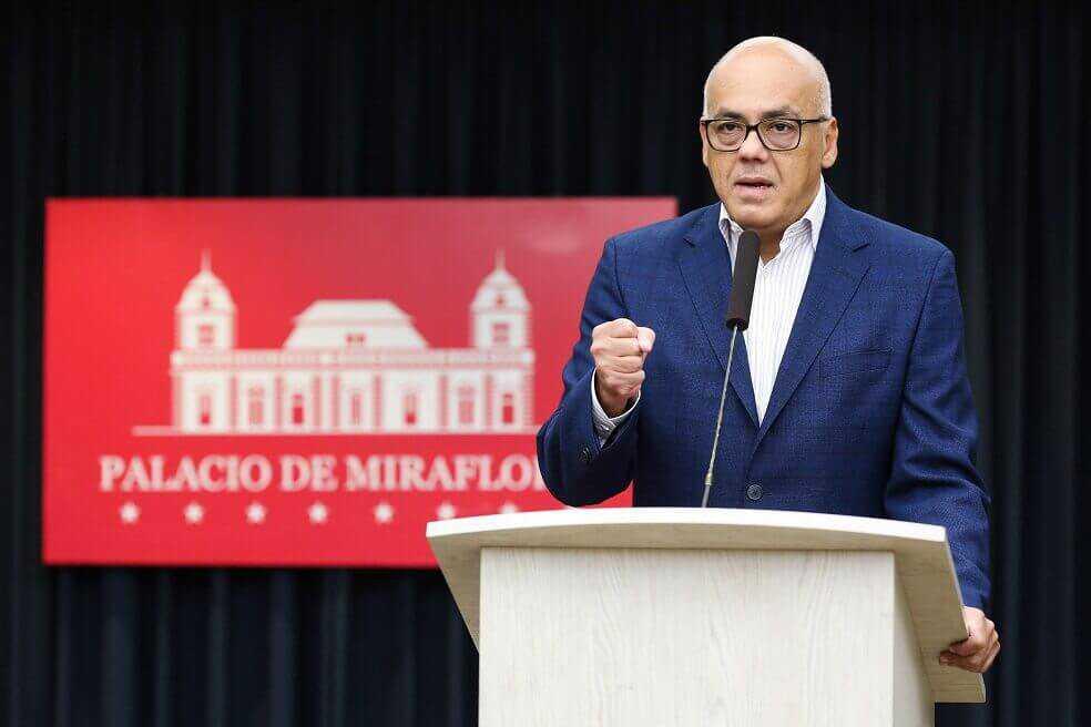 Venezuela dice que avión de EE. UU. violó espacio aéreo y éste responde que ellos fueron los acosados