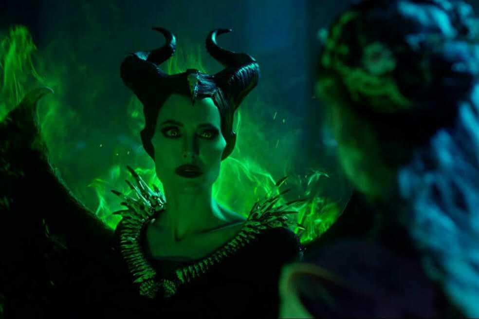 Angelina Jolie y Michelle Pfeiffer se enfrentan en el nuevo tráiler de «Maléfica»