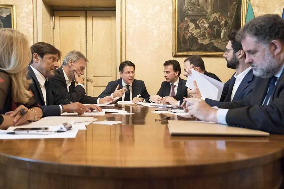 Italia logra formar coalición de gobierno tras un mes de crisis